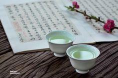 把茶冷眼看红尘,借茶静心度春秋。