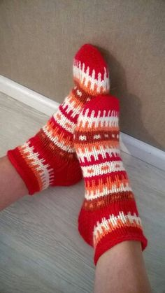 Knitting Wool, Knitting Socks, Crochet Socks, Knit Crochet, Knitting Projects, Knitting Patterns, Sock Toys, Winter Socks, Wool Socks