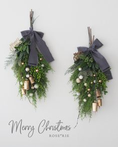 Christmas gifts: Posters and posters for all tastes! Blue Christmas Decor, Classy Christmas, Christmas Swags, Xmas Wreaths, Merry Little Christmas, Outdoor Christmas Decorations, Winter Christmas, Christmas Time, Corona Floral