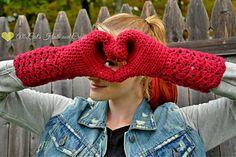 Shelby Shell Mitten #FREE #crochetpattern by Kaleidoscope Art & Gifts