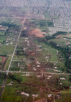 Aerials show path and destructive force of the Oklahoma tornado (Photo: Steve Gooch / AP)