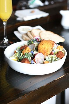 on the df hot spot: the acorn // vancouver, bc | #onthedfhotspots #onthedftravels #dairyfree #plantbased #vegetarian #vancouver