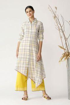 Simple Kurta Designs, Kurta Designs Women, Stylish Dress Designs, Stylish Dresses, Choli Blouse Design, Kurta Neck Design, Indian Fashion Dresses, Fashion Outfits, Indian Dresses Traditional