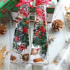 クリスマス ハーバリウム*ホワイト×ゴールドシャイン*イニシャルチャーム追加可 フラワー・リース STOCK COLOR ハンドメイド通販・販売のCreema Flower Bottle, Botany, Dried Flowers, Ladder Decor, Creema, Table Decorations, Christmas Ideas, Home Decor, Interior