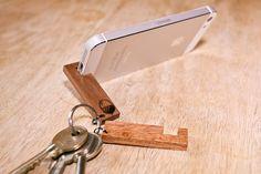 Hölzerne Smartphone Stand Schlüsselanhänger