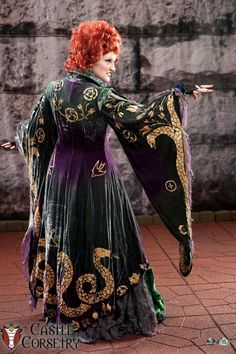 Not many photos get to show off the really cool details on the back of my Winnie overcoat, but got this one once upon a Dragon Con Hocus Pocus Halloween Costumes, Witch Costumes, Fantasy Costumes, Movie Costumes, Disney Halloween, Halloween 2019, Diy Costumes, Costume Ideas, Halloween Ideas
