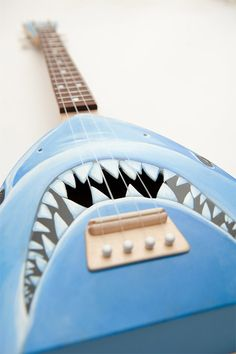 Maddox would LOVE this!Jaws Shark Ukulele: This Was No Crafting Accident All About Sharks, Shark Pictures, Shark Bait, Shark Week, Ukulele, Music Guitar, Under The Sea, Musical Instruments, Musicals