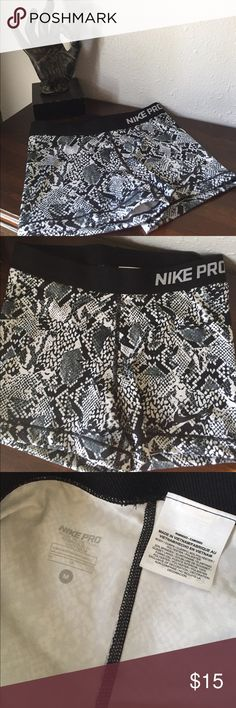 Nike Pro Compression Shorts🐍 Worn once. I'm completely obsessed with the print, but I bought the wrong size. Perfect condition. Nike Shorts