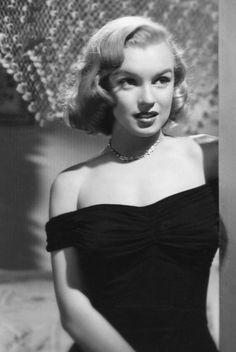 Marilyn Monroe in The Asphalt Jungle  (John Huston, 1950) via Old Pics Archive on Twitter