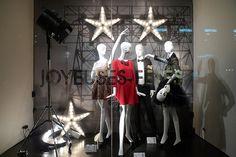 Vitrines Zara - Paris, décembre 2010 www.instorevoyage.com   #in-store marketing #visual merchandising