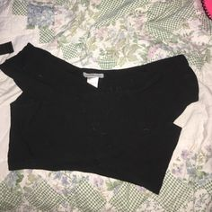 Black crop top Cute little black crop top. Doesn't work for big boobs Tops Crop Tops