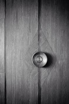 Detail of grain direction & knob