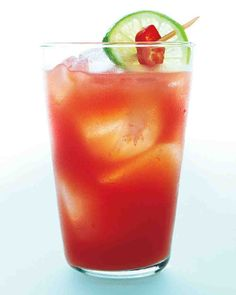 Spicy Papaya Sunrise - Tropical and juicy, this healthy punch offers vitamins A and C. Jalapeno delivers more than a spicy kick: Anti-inflammatory carotenoids give the pepper its bright red skin. Drink Recipes Nonalcoholic, Summer Drink Recipes, Non Alcoholic Drinks, Fun Drinks, Yummy Drinks, Summer Beverages, Healthy Cocktails, Spicy Drinks, Cocktail Drinks