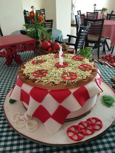 Bolo da festa da pizza Pizza Birthday Cake, Bithday Cake, Pizza Cake, Kids Pizza Party, Italy Party, Italian Themed Parties, Realistic Cakes, Gravity Defying Cake, Chef Party