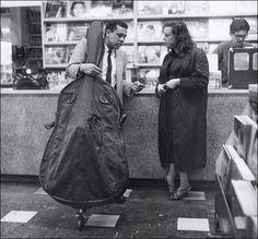 Charles Mingus (Sehr schöne, selten zu sehende Fotografie des jungen Mingus.) Jazz Cat, Jazz Artists, Jazz Musicians, Music Love, Music Is Life, Jazz Quotes, Charles Mingus, Thelonious Monk, Cool Jazz