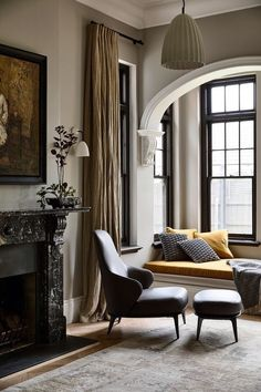 Classic Elegance Estilo Interior, Home Interior, Interior Architecture, 1900s House, Living Room Decor, Living Spaces, Gable House, Ivy House, Home And Deco