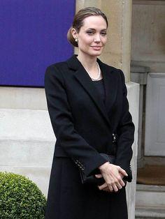 Angelina Jolie Describes Her Wedding In The Least Romantic Way Possible