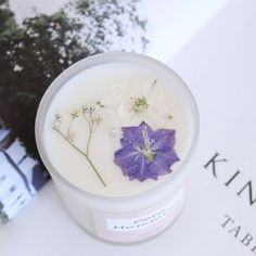 flower soy candle : French garden -Natural Wax Candle Country of origin: Korea Material: 100% Natural Soy Wax, Fragrance oils, dried flowers Size: Diameter 7cm, height 8cm (cm) type: Peach Town, Cotton wick, Primary packaging (Vintage box)