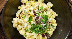 Verdens beste blomkålsalat Bruk sesongens norske blomkål, den er verdens beste! En blomkålsalat er superenkelt å lage og godt tilbehør til alt fra kjøtt til fisk. 1 stk blomkål0.5 stk rødløk2.5 dl majones (eller lettmajones)2 ss sukker2 ss eplecidereddikbladpersille Del blomkålen i minibuketter og skjær rødløken i tynne strimler. Cauliflower Salad, Scampi, Guacamole, Potato Salad, Side Dishes, Cabbage, Salads, Food And Drink, Low Carb