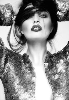 Editorial Photography - Fashion - Glitter - Sparkle - Black and White - Portrait - Pose Idea