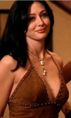 Prue Halliwell,, The charmed witch and she was ! Serie Charmed, Charmed Tv Show, Beautiful Celebrities, Beautiful Actresses, Shannen Doherty Charmed, Beautiful Girl Image, Beautiful Women, Alyssa Milano Hair, Charmed Sisters