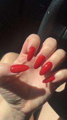 Red almond shaped nails #rednails #fall #almondnails
