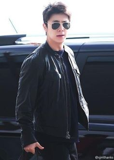 So damn-gorgeous-handsome Lee Donghae! ARGHFJKGLFJK! <3