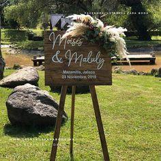 Pajes   Recepción   Alcancías (@letreros_bodas) • Fotos y vídeos de Instagram Instagram, Wooden Signs, Page Boys, Weddings