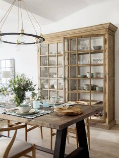 Salvaged Furniture, Sweet Home, Muebles Living, Rustic Doors, Rustic Kitchen, China Cabinet, Home Interior Design, Home Kitchens, Kitchen Design