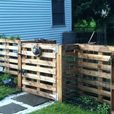 Pallet garden - love it! Or use as an enclosure for smaller livestock or pets.