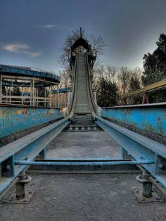 Joyland Amusement Park was closed down due to a fatal accident that happened. Abandoned Theme Parks, Abandoned Property, Abandoned Amusement Parks, Abandoned Mansions, Abandoned Houses, Abandoned Places, Spooky Places, Haunted Places, Spreepark Berlin