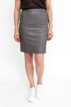 This grey body-clining skirt, crafted from a stretchy leather-look material, is perfect for showing off your hourglass figure. A pencil skirt should always nestle close to your hip and legs. It features a zip fastening on the back. Styling tip: wear the skirt with a light silk shirt and chunky bracelets for a sophisticated work wear look. By Vila.