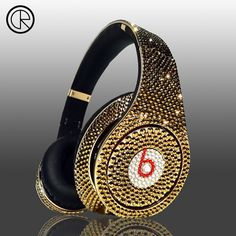 It is now the time to present Crystal Rocked's newest creation, Dr Dre's Beats Studio Headphones Swarovski Glamour series, encased with golden crystals all over. Beats Studio Headphones, Cute Headphones, Expensive Gifts, Most Expensive, Expensive Taste, Bling Bling, Glamour, Cheap Beats, Luxe Life