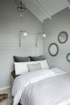 vintage white rustic decor modern - Bedrooms For Girls White Exterior Houses, Living Spaces, Living Room, Beautiful Bedrooms, Home Bedroom, Bedroom Beach, House Ideas, Interior Design, Furniture