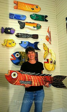 fish use cardboard/tagboard. native American project for 5 th and above Wood fish Arte Elemental, Classe D'art, Cardboard Art, School Art Projects, Diy Projects, Driftwood Art, Fish Art, Folk Art Fish, Art Lesson Plans