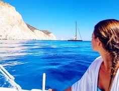 Η ελληνική «Γαλάζια Λίμνη»: Το ακατοίκητο νησί με τις φυσικές πισίνες που «βουλιάζει» από κόσμο (Pics) Surfboard, Surfboard Table, Skateboarding