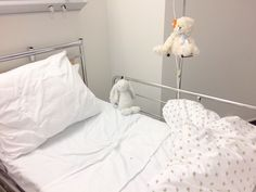 It seemed a deep powerful pic to me Nurse Aesthetic, White Aesthetic, Angel Aesthetic, Nicole Dollanganger, Kasugano, Mikan Tsumiki, Hospital Bed, Creepy Cute, Baby Daddy