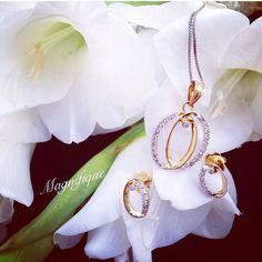 ... sending some beautiful flowers  your way to brighten your day...and some diamonds. Definitely some diamonds....   #jewellery #jewelry #jewels #diamond #gold #necklace #flowers #instadaily #instagood #instalike #perfect #woman #girl #elite #premium #luxury #luxurylife #india #delhi #noida #mumbai #gurgaon #chandigarh #ludhiana #jalandhar #punjab #love #fashion #style #bosslady