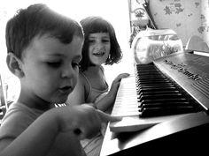 children-playing-piano-Cultura Inquieta