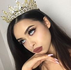 I'm loving that tiara and that makeup - Beauty Make-up, Hair Beauty, Plus Size Blog, Tumbrl Girls, Eye Makeup, Hair Makeup, Prom Queens, Tiaras And Crowns, Makeup Goals