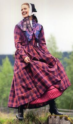 Hedeland. Norway. ca 1850FolkCostume&Embroidery: Overview of Norwegian Costumes, part 2. The eastern heartland