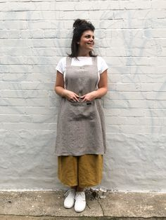Here's a pattern that's been on our must-do list for a while now. It goes like that, until the right time, which definitely feels like now. So here it is – our new Tessuti Apron, and it's FREE in PDF. Apron Pattern Free, Sewing Patterns Free, Free Sewing, Retro Apron Patterns, Doll Patterns, Crossover, Japanese Apron, Japanese Sewing, Japanese Style