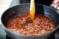 Pečená žebra: recept včetně naší domácí barbeque omáčky Chili, Bbq, Soup, Barbecue, Barbacoa, Chile, Barrel Smoker, Chilis, Soups