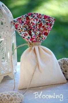 Μπομπονιερα πουγκι λινο με φλοραλ   Blooming Bloom, Gift Wrapping, Tableware, Gifts, Wedding, Gift Wrapping Paper, Valentines Day Weddings, Dinnerware, Presents
