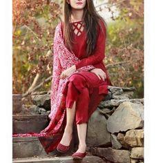 Dp by shao Pakistani Fashion Casual, Pakistani Dresses Casual, Pakistani Dress Design, Bollywood Fashion, Pakistani Clothing, Punjabi Fashion, Indian Bollywood, Indian Fashion, Neck Designs For Suits