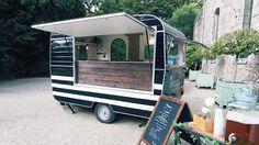 Mangez de délicieuses crêpes pendant le mariage avec ce food truck qui sent bon la Bretagne ! by La Capitainerie. #wedding #animations