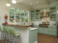 Traditional Kitchen Photos Cottage Kitchen Design, Pictures, Remodel, Decor and Ideas - page 6 Retro Kitchen Decor, Retro Home Decor, Kitchen Colors, Kitchen Styling, New Kitchen, Vintage Kitchen, Kitchen Ideas, Mint Kitchen, Kitchen Layout