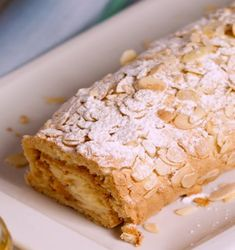 Receita Torta de Amêndoa Creme de Ovos | Doces Regionais Krispie Treats, Rice Krispies, Bread, Dishes, Desserts, Regional, Gastronomia, Cake Roll Recipes, Cocoa
