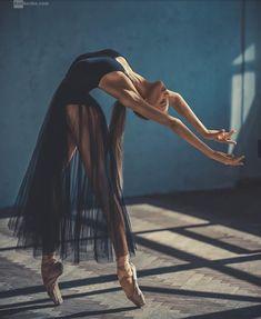 ballerina, dance, and ballet image - Photo Dance Photography Poses, Dance Poses, Movement Photography, Ballet Dance Photography, Body Art Photography, Artistic Photography, Photography Women, Photography Ideas, Travel Photography