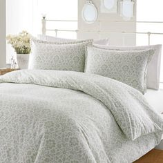 A beautiful sage green damask pattern lines the Jayden duvet cover and shams to add simple elegance to your bedroom decor. Crafted with 100-percent flannel cotton, this soft button-closure bedding is
